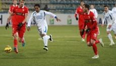 Pandurii (în alb) au făcut un meci foarte bun cu Dinamo (foto: panduriics.ro)