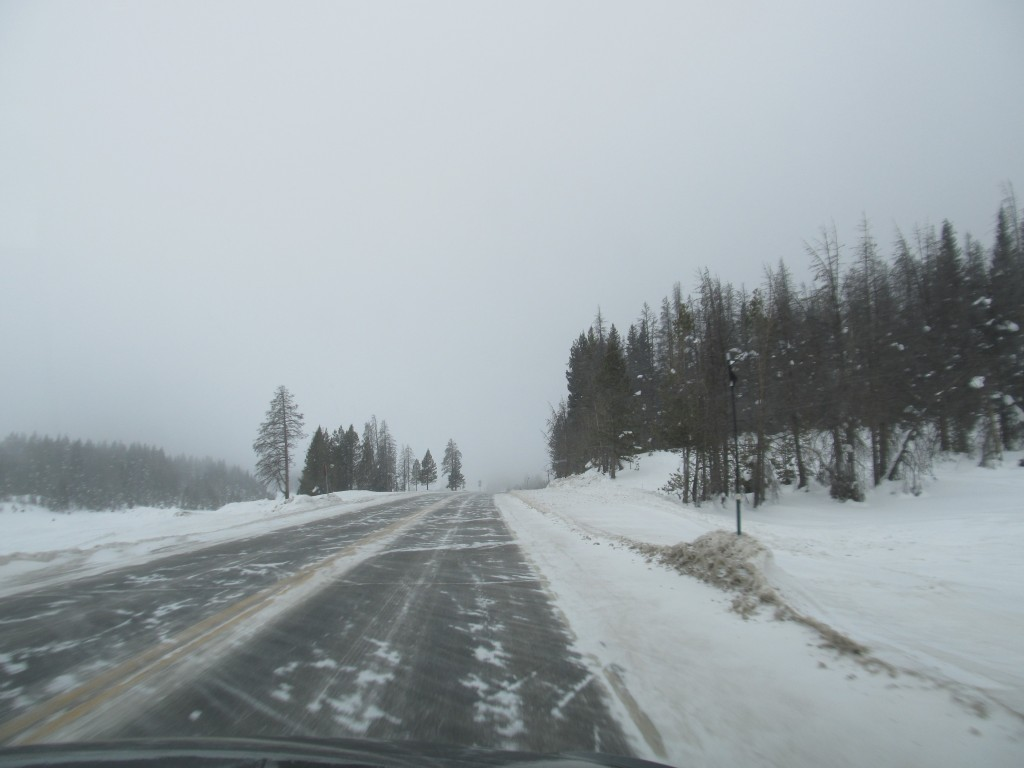 Intensificări susținute ale vântului și precipitații predominant sub formă de ninsoare