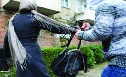 Un tânăr a furat geanta unei femei, în Craioviţa Nouă