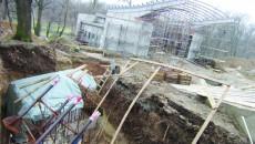 Din fundațiile care se pot vedea în lateralul imaginii vor răsări arce cu o deschidere de până la 70 de metri, care vor acoperi gradenele (Foto: Claudiu Tudor)