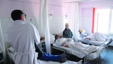 În Secția de Oncologie a Spitalului Județean Craiova ajung bolnavii de cancer aflați în stare gravă din întreaga Oltenie  care au nevoie zilnic de tratament, iar reţetele sunt pe sume mari (Foto: Claudiu Tudor)