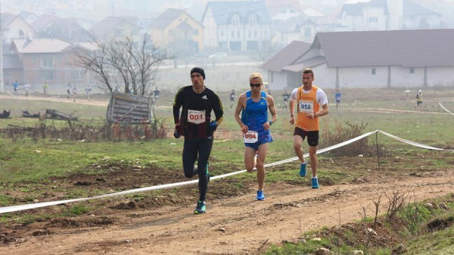 Marius Ionescu (albastru) s-a clasat pe locul doi la semimaraton, în timp ce colegul său de la CSM Craiova, Andrei Ștefana (tricou portocaliu) a câștigat cursa de cros
