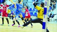 În meciul de miercuri, craiovencele (albastru) s-au impus fără emoţii în faţa echipei din Deva