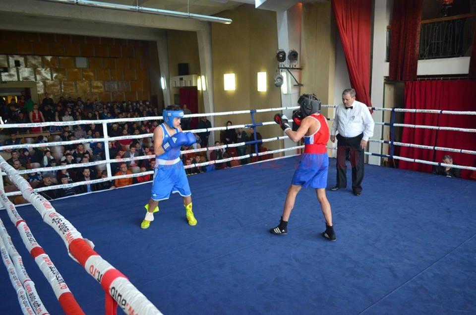 Alexandru Badea (în albastru) l-a înfruntat pe Gabriel Dinu