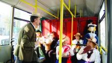 """""""Autobuzul cu păpuşi"""" porneşte la drum, în Săptămâna Teatrului (FOTO: Arhiva GdS)"""