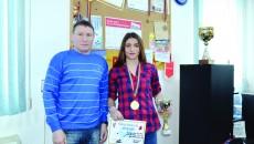 Dora Mustăţea şi-a mai trecut în palmares o Cupă a României, confirmând aşteptările antrenorului său, Ion Dragomir (Foto: Alexandru Vîrtosu)