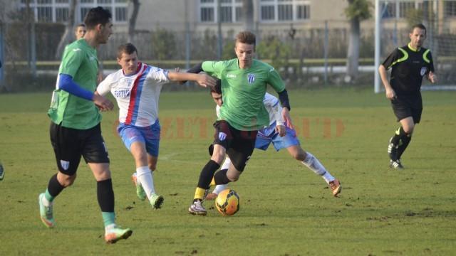 Alex Gârbiță (la minge) a fost chemat la naționala U15 (foto: Alexandru Vîrtosu)
