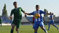 Dacian Varga (la minge) și-a reziliat contractul cu CS Universitatea Craiova (foto: Alexandru Vîrtosu)