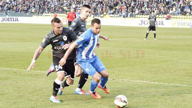 Thaer Bawab şi colegii săi trebuie să ne arate alt fotbal decât au făcut-o până acum (Foto: Alexandru Vîrtosu)