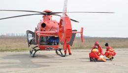 La fața locului a ajuns și elicopterul SMURD, pentru a ajuta la transportul răniților grav (Foto: Anca Ungurenuș)