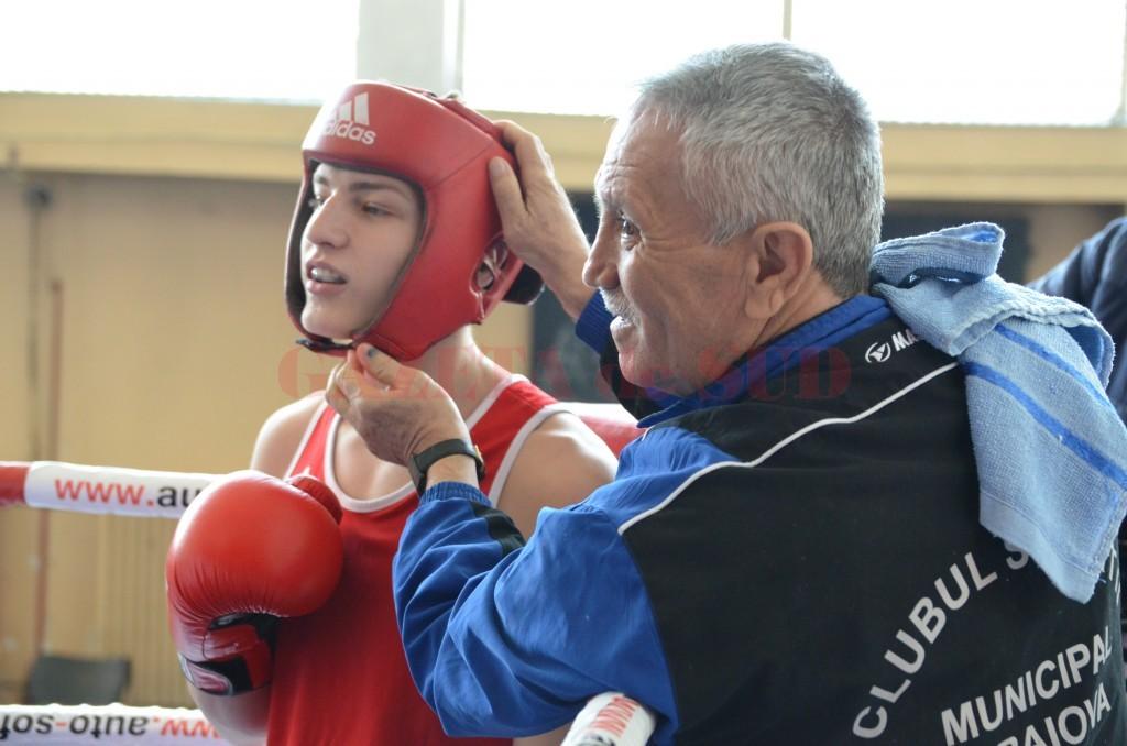 Antrenorul Costică Buzduceanu îşi pregăteşte sportivul de meci