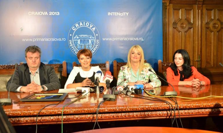 Bogdan Ghițulescu (producător Eurovision 2015), Lia Olguța Vasilescu (primarul Craiovei), Iuliana Marciuc (producător Eurovision 2015), Anca Dindirică (director TVR Craiova) au vorbit despre Eurovision la o conferință de presă organizată la Craiova (Foto: Claudiu Tudor )