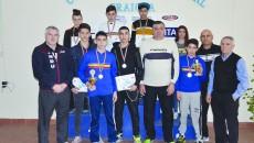 Prin cele opt medalii obținute la Buzău, pugiliștii de la CSM și antrenorii lor au demonstrat că boxul craiovean rămâne în topul național (Foto: Claudiu Tudor)