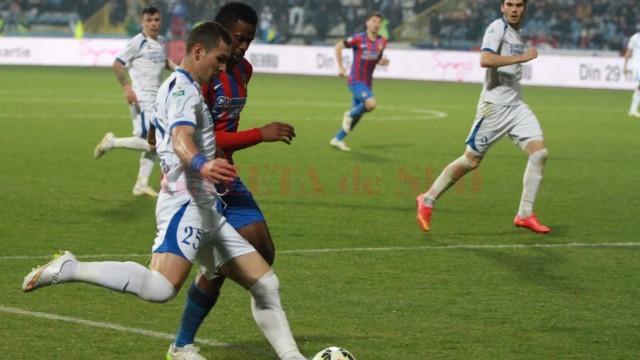 Marian Pleașcă (la minge) va absenta o bună perioadă de timp din garnitura pandurilor (foto: panduriics.ro)
