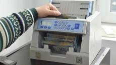 Unele bănci vă percep un comision piperat doar pentru că vă eliberează o sumă pe care o aveați depozitată în conturile lor (Foto: Lucian Anghel)