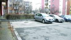 Un craiovean și-a instalat o barieră cu lacăt în fața locului de parcare de pe domeniul public (Foto: Claudiu Tudor)