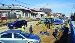 Pe strada Bariera Vâlcii lucrează, momentan, Compania de Apă, la o conductă. Reabilitarea străzii, însă, și a canalizării pe un anumit tronson este în atribuțiile firmei Imob Lux Construct, în cadrul unui proiect în care mai sunt incluse străzile Caracal și Râului