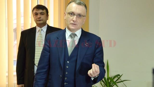 Georgică Florea Bercea, inspector şcolar general la ISJ Dolj, şi Sorin Cîmpeanu, ministrul educaţiei (FOTO: GdS)