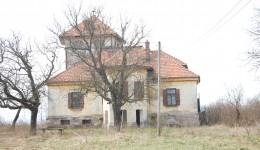 Conacul boierului Teișanu din comuna Coțofenii din Față din județul Dolj înfruntă cu stoicism vremurile (FOTO: Claudiu Tudor)