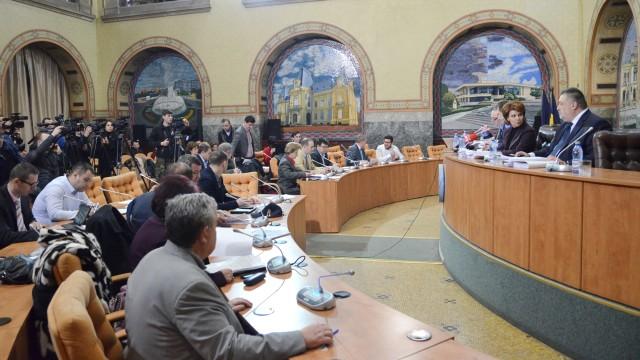 Concedierile nelegale din primărie au ajuns subiect de discuţie şi în Consiliul Local (Foto: GdS)