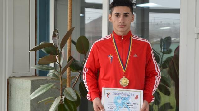 Marius Cîțu, medaliat cu bronz, a lipsit la fotografia de grup de ieri, el fiind elev la Pielești