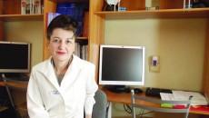 Conf. univ. dr. Carmen Mocanu, șefa Clinicii de Oftalmologie din cadrul SJU, spune că toate aparatele folosite în oftalmologie sunt extrem de scumpe și de aceea se obțin greu (Foto: GdS)
