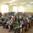 """Olimpicii şi dascălii coordonatori au fost recompensaţi cu diplome şi bani, iar premiile au fost înmânate şi în acest an de preşedintele de onoare al Fundaţiei CN """"Fraţii Buzeşti"""", prof. dr. Irinel Popescu, şi de prof. univ. dr. Radu Constantinescu (Foto: Lucian Anghel)"""