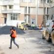 Atât parcările din spatele BCR, cât și cea de la Doljana, prezentată în imagine,  trebuie finalizate până mâine (Foto: Claudiu Tudor)