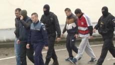 Cei reţinuţi au fost audiaţi de procurorii din Târgu Cărbuneşti (FOTO: Eugen Măruţă)