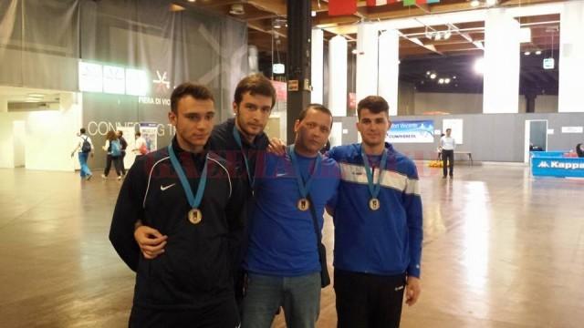Cei patru craioveni care au contribuit la medalia de bronz: cei trei spadasini  şi antrenorul Radu Podeanu