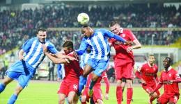 """Alb-albaştrii au scos un 1-1 în """"Groapă"""" contra dinamoviştilor, iar acum vor victoria pe """"Extensiv"""" (Foto: csuc.ro)"""