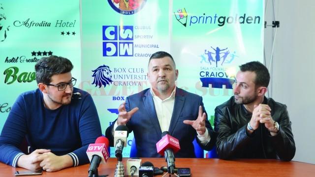 """Leonard Doroftei (centru), Sorin Manda (stânga) şi Liviu Stan au vorbit despre """"Centura de Aur"""" (Foto: Lucian Anghel)"""