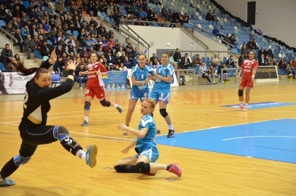 Jucătoarele de la SCM Craiova încearcă să încheie returul cu o victorie
