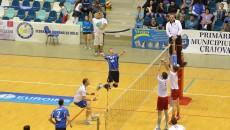 Florin Voinea (în tricou albastru) şi colegii săi au fructificat avantajul terenului propriu (foto: Claudiu Tudor)