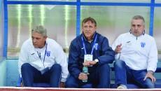 Felix Grigore (dreapta) încearcă să-i liniştească pe Cârţu şi Săndoi cu privire la participarea în cupele europene (Foto: Alexandru Vîrtosu)