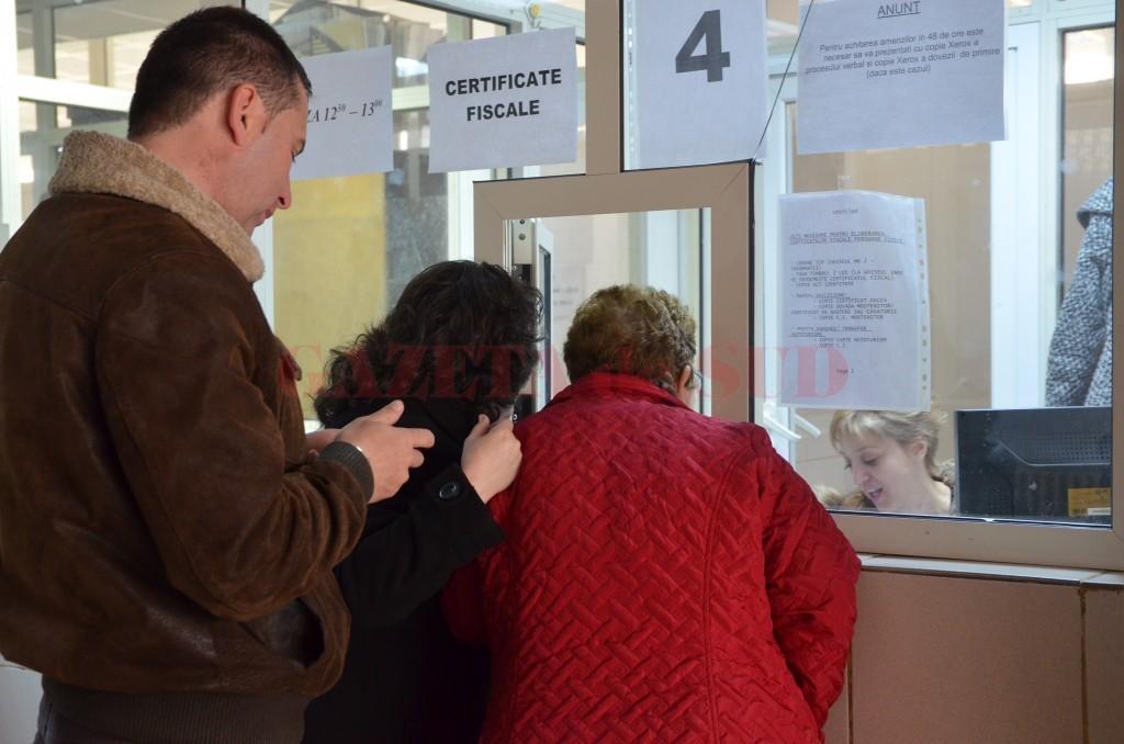 În timp ce cetățenii spun că nu pot plăti o amendă de 97,5 lei la ghișeele Direcției de Impozite și Taxe din Craiova, instituția ne comunică oficial că aplică un articol din Codul de procedură fiscală abrogat din 2006 (Foto: GdS)