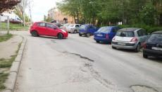 Un cititor GdS ne-a scris că strada Făgăraș este ignorată sistematic de foarte mulți ani (Foto: Anca Ungurenuș)