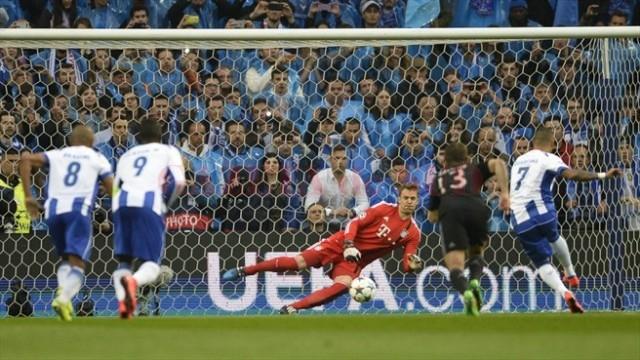Portarul Neuer a avut viaţă grea în meciul cu FC Porto (foto: uefa.com)