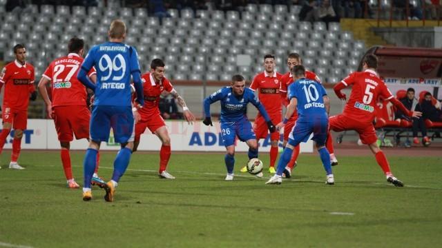 Pandurii (în albastru) speră să se întoarcă neînvinși de la Târgu Mureș (foto: panduriics.ro)