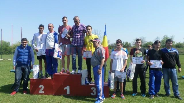 Festivitatea de premiere la liceu-masculin, cu vâlceanul Ionuţ Drăguşin pe cea mai înaltă treaptă a podiumului