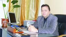 Constantin Talabă, managerul interimar al Spitalului Orăşenesc din Rovinari, pe urmele cutiilor cu Viagra (Foto: Eugen Măruţă)
