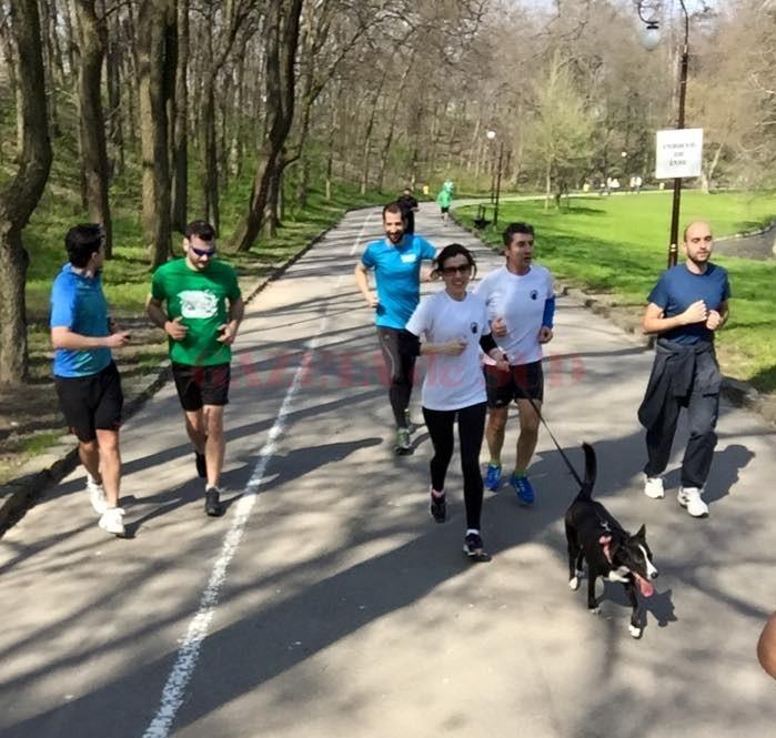 Unii craioveni au venit la alergare însoţiţi de animalele de companie. S-a alergat încet, pe un ritm accesibil tuturor, nepunându-se accent pe latura competitivă, ci pe socializare (foto: Craiova Running Club)