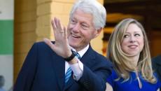 Bill Clinton alături de fiica sa, Chelsea, se află în această perioadă în Africa, unde vizitează proiecte finanţate prin intermediul fundaţiei înfiinţate de familie (Foto: politico.com)