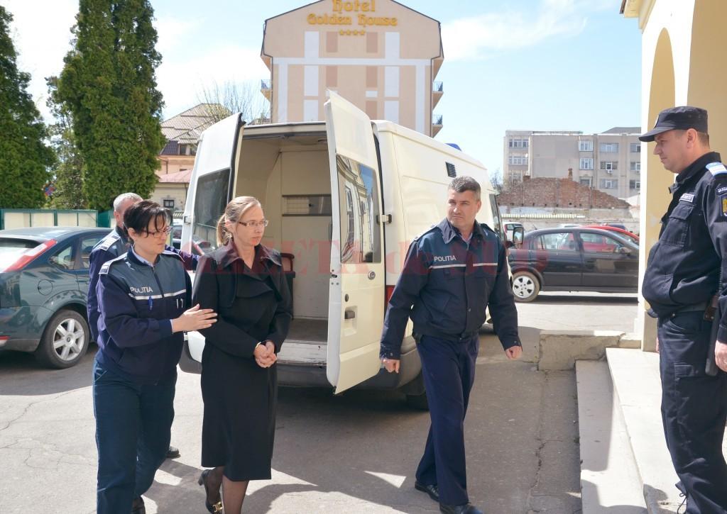 Cristina Calangiu a fost arestată preventiv pentru o perioadă de 30 de zile (Foto: Claudiu Tudor)