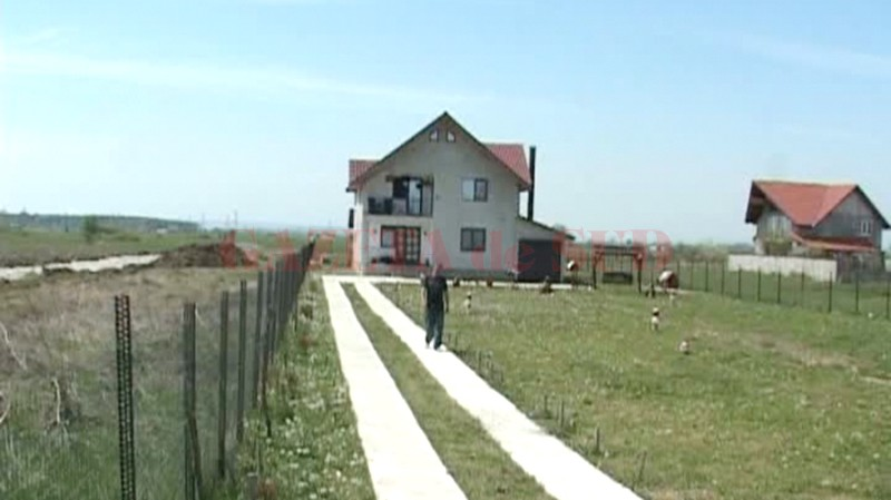 Una din casele de pe traseul centurii ocolitoare (FOTO: Eugen Măruţă)