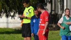 Gigi Ciurea nu a ştiut ce să le mai spună elevilor săi ca să împiedice înfrângerea usturătoare (foto: sportarad.ro)