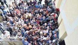Sute de doljeni de toate vârstele au luat cu asalt, vineri, Bursa generală a locurilor de muncă organizată la Craiova (Foto: Claudiu Tudor)