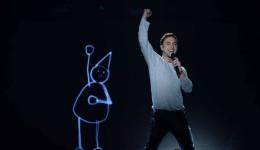 "Mans Zelmerlow, din Suedia, interpretând piesa ""Heroes"" (Foto: rss.eclub.ro)"