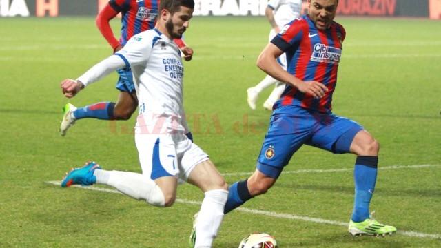 Alin Buleică (la minge) îşi doreşte mult să cucerească trofeul Cupei Ligii cu Pandurii (Foto: panduriics.ro)