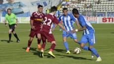 Bawab (la minge) a fost cel mai bun om al Craiovei în partida cu CFR Cluj (foto: Alexandru Vîrtosu)